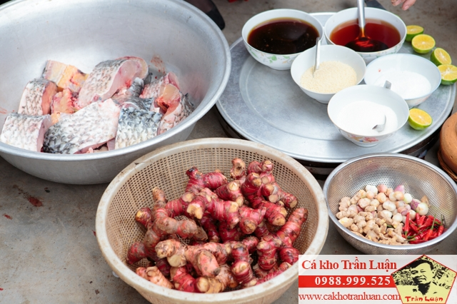 Nguyên liệu của cá kho Trần Luận